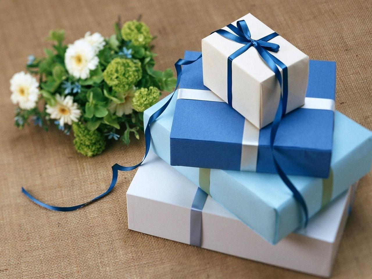 Как упаковать три подарка в один