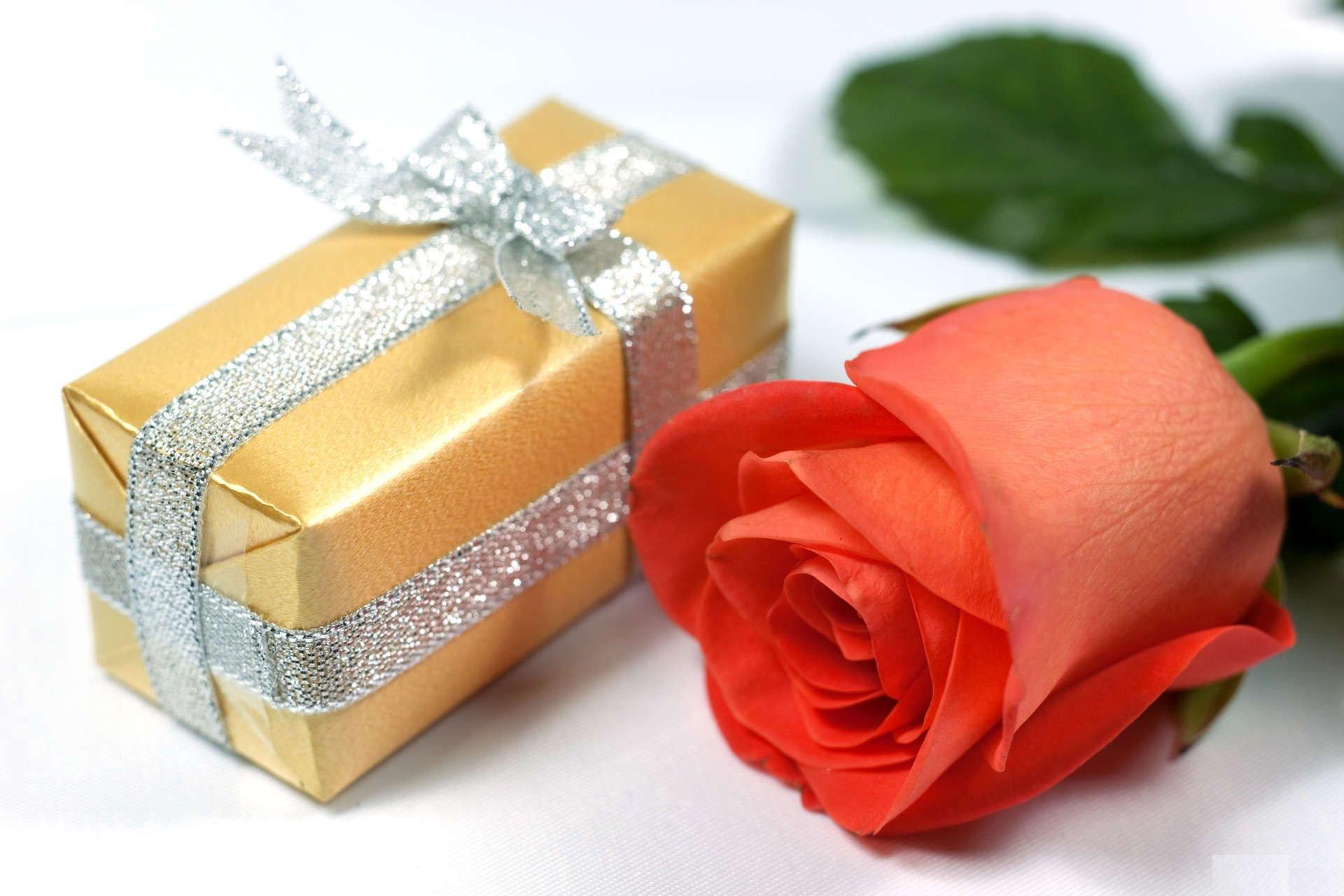 Подарки на день рождения открытки женщине, новолетием открытки 7527