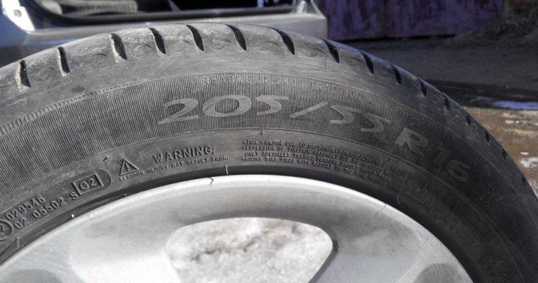 Любителям автомобилей напомнили оштрафах залетнюю резину сдекабря