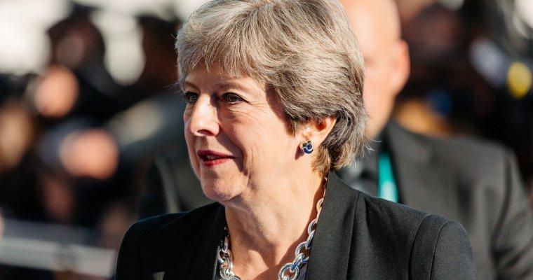 Около 50 консерваторов в британском парламенте обсуждают отставку Мэй -- Би-би-си