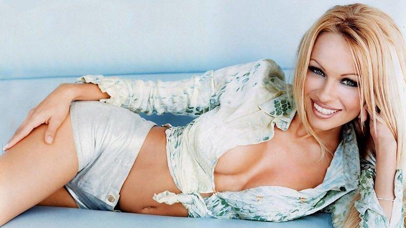 Является самой сексуальной женщиной мира 2011 этого звания