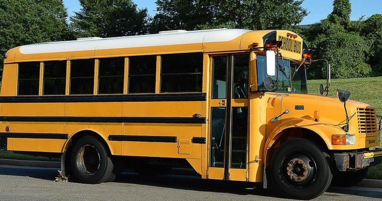 ВЗападной Вирджинии ученический автобус врезался вдерево, есть пострадавшие