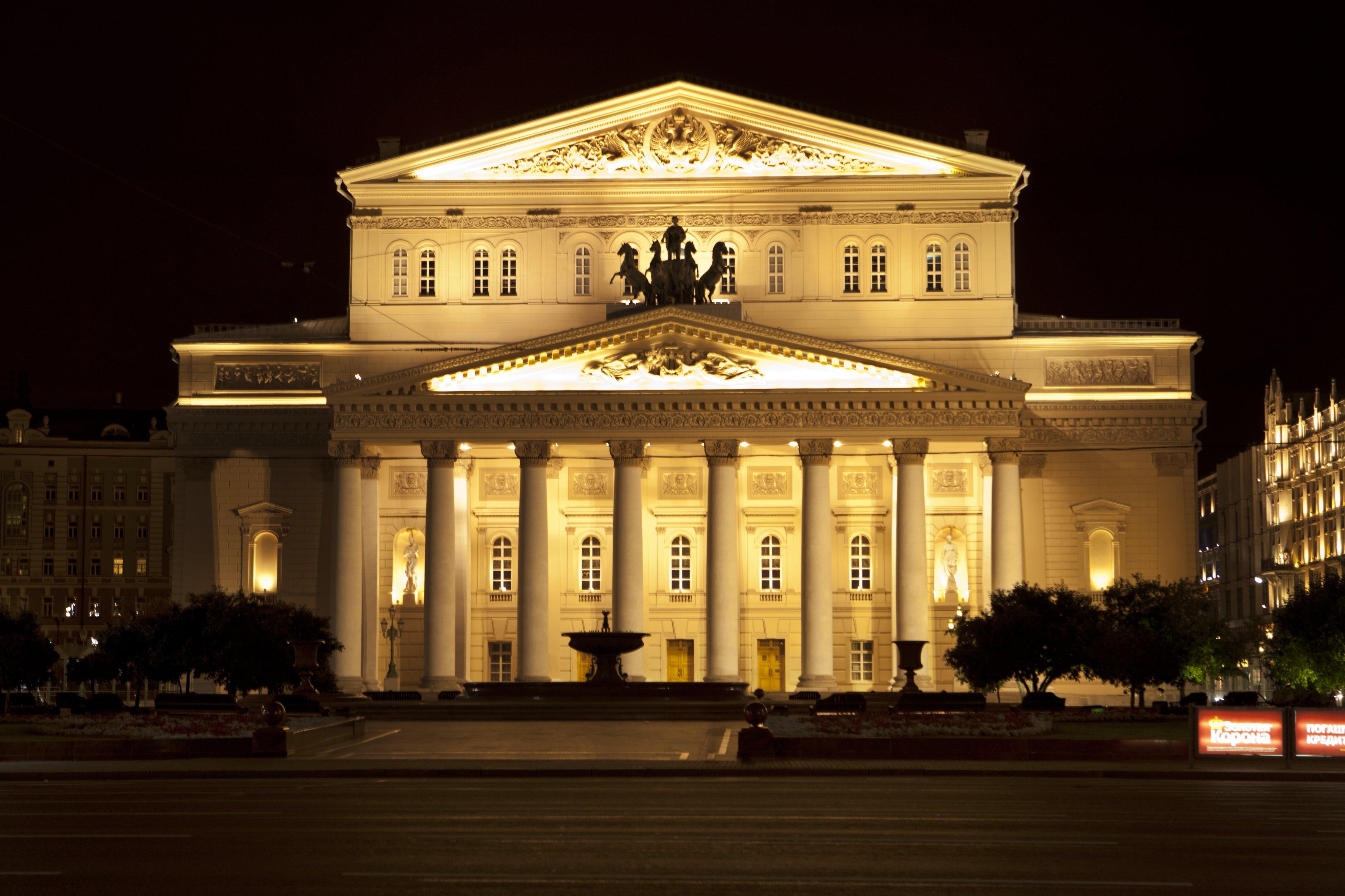 Угроза взрыва в огромном  театре в столицеРФ  неподтвердилась