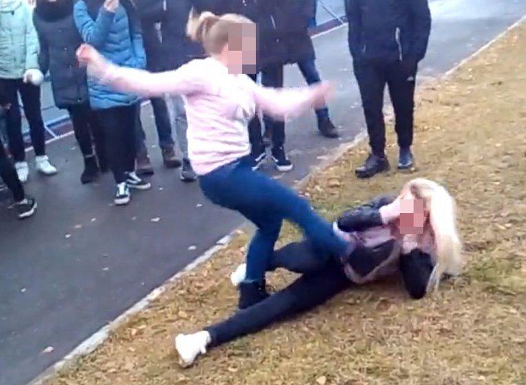 Очередное видео разместили вглобальной web-сети сизбиением школьницы вВоткинске