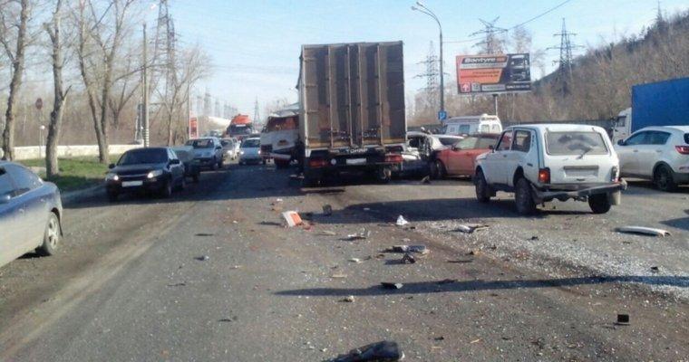 Под Самарой фура сотказавшими тормозами протаранила автобус и12 авто