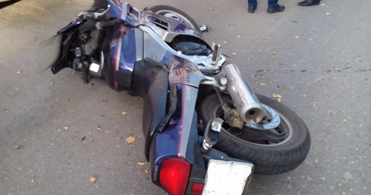 ВСарапуле мотоциклист умер вДТП при совершении обгона
