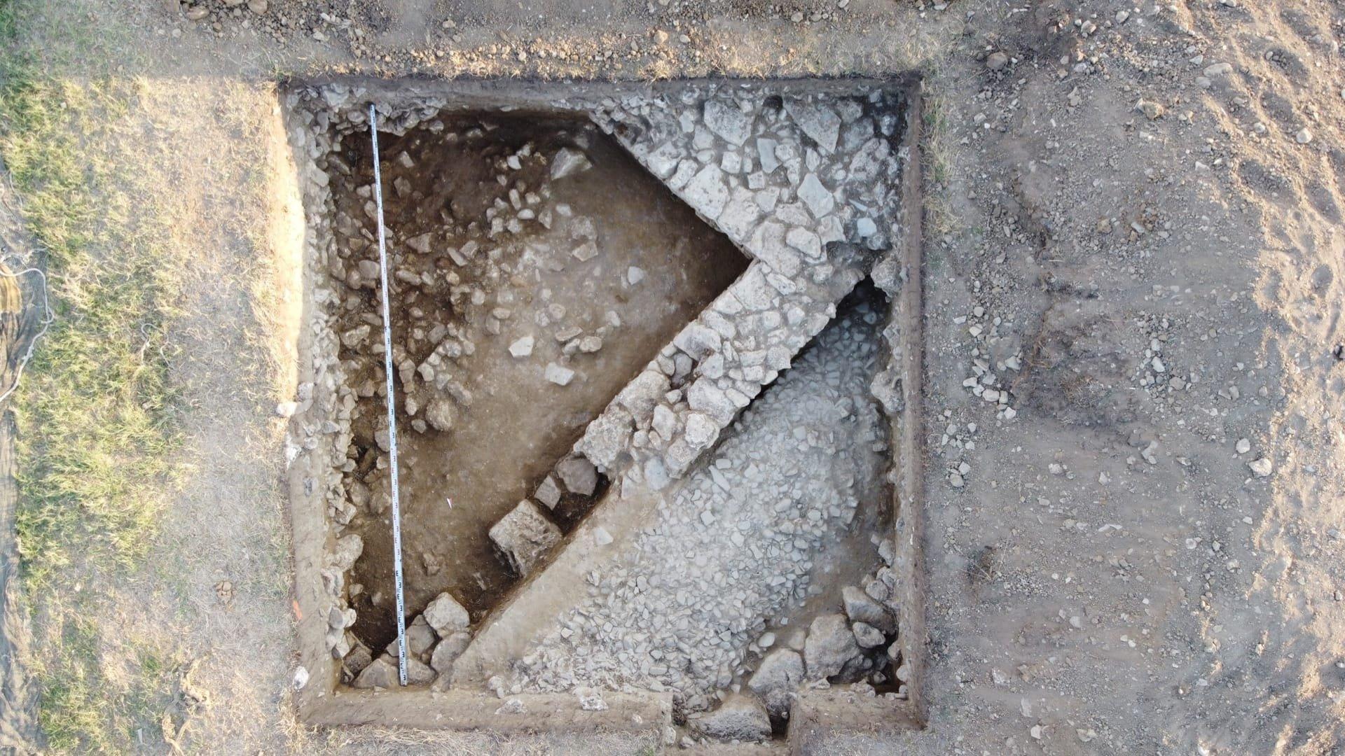 В Крыму раскопали улицу и два дома античного города Акра