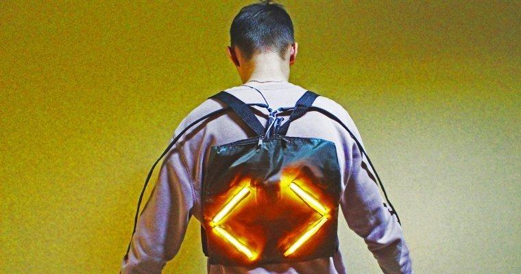 Ученик ижевской гимназии изобрел светодиодный рюкзак-накидку для велосипедистов