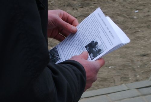 В Курске возбудили уголовное дело из-за раздачи листовок «Свидетелей Иеговы»