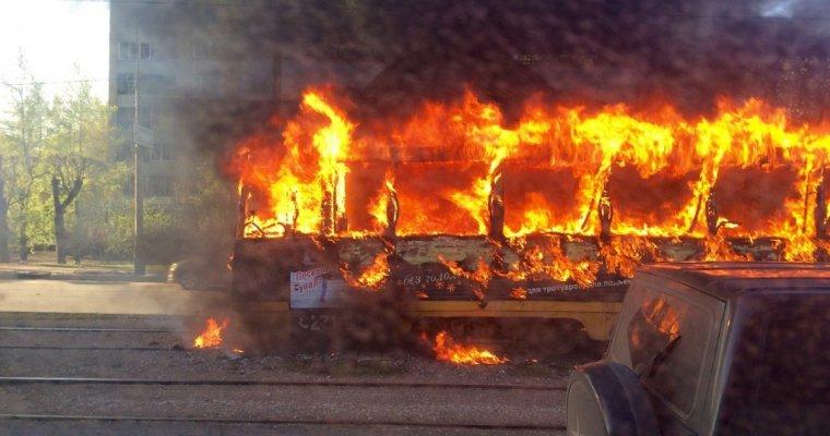 ВКрасноярске зажегся трамвай спассажирами