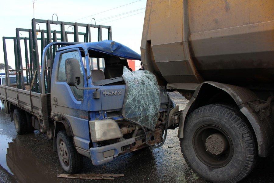 Шофёр иномарки пострадал после столкновения с фургоном вИжевске