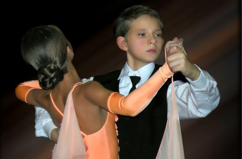 Прическа для бальных танцев: как сделать прическу (фото)