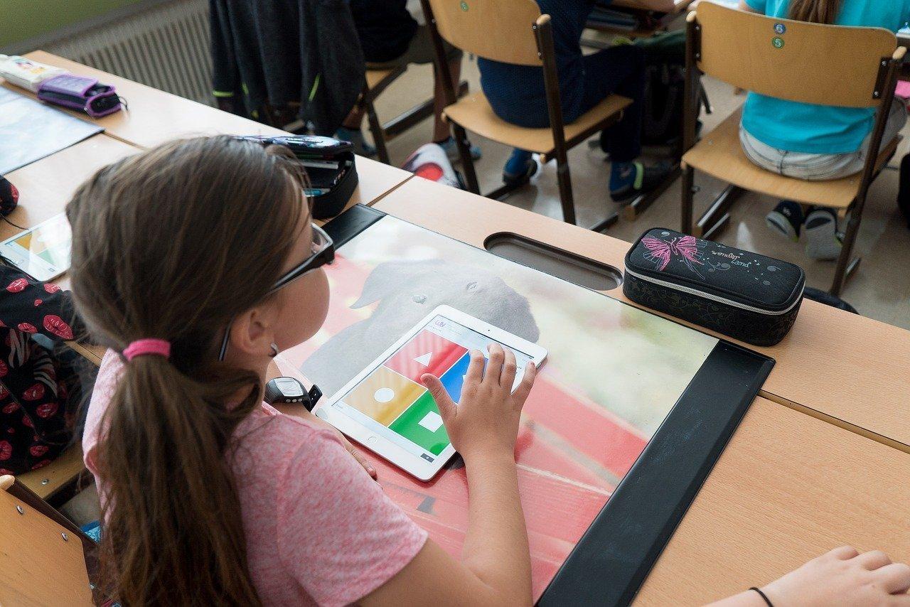 Путин: выплаты в 10 тысяч рублей на сборы в школу получат семьи с 6-летними первоклашками