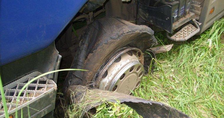 ВУдмуртии легковушка и грузовой автомобиль оказались вкювете: есть пострадавшие