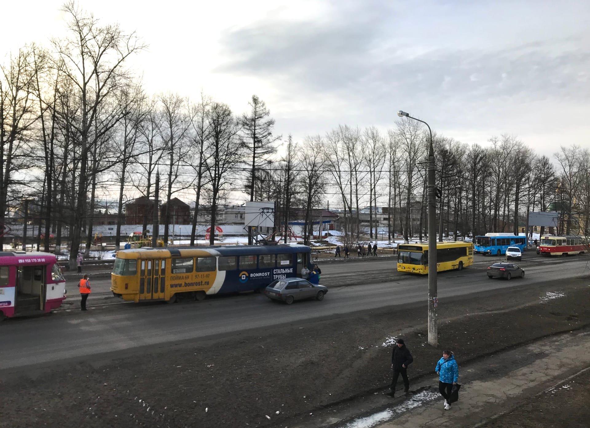 Авария с автобусом в Ижевске, разъяснение указа о нерабочей неделе и мнение ВОЗ о самоизоляции: что произошло минувшей ночью