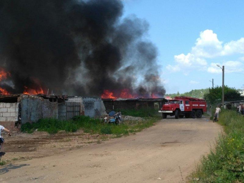 Под Ижевском сгорело около 60 гаражей
