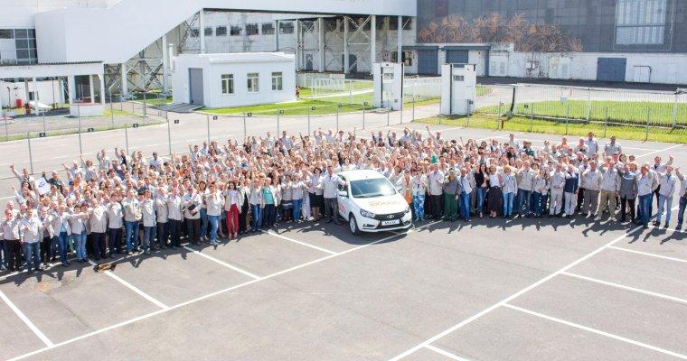 «LADA Ижевск» выпустил 100-тысячный седан LADA Vesta