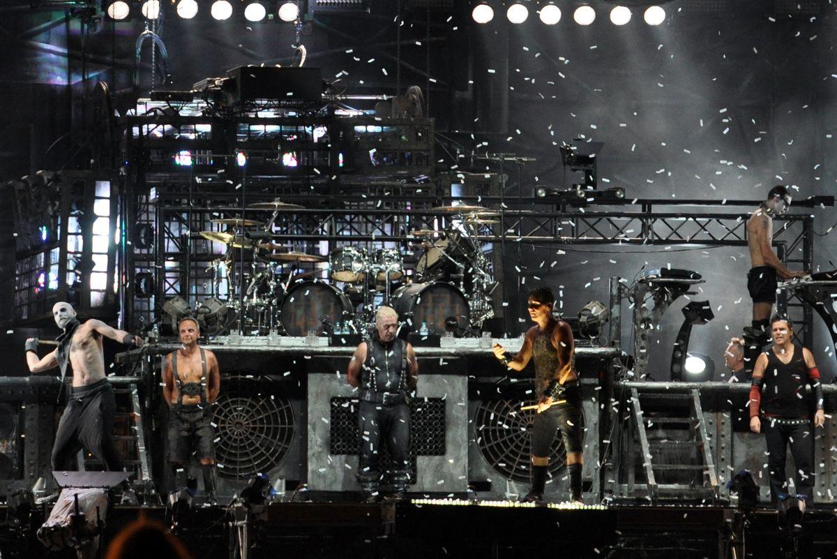 Группа Rammstein выложила на Facebook кавер российского оркестра на свою песню