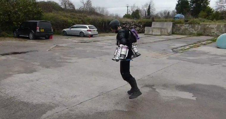 Британский изобретатель взлетел всобственной версии костюма стального Человека
