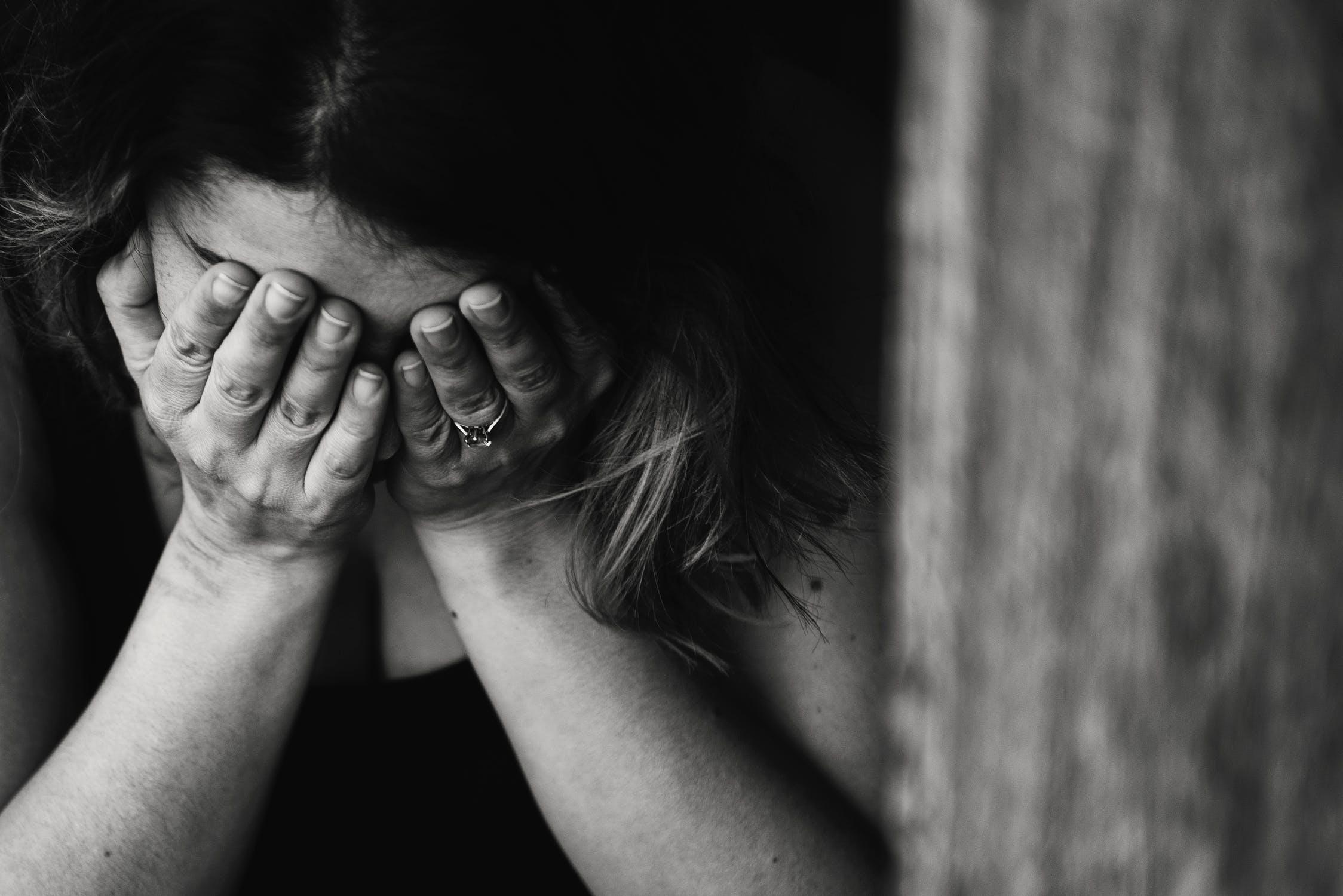 Днем, картинки плачущей женщины