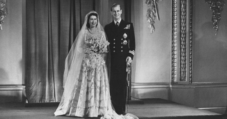 Королева Англии ЕлизаветаII иеесупруг принц Филипп отмечают платиновую свадьбу