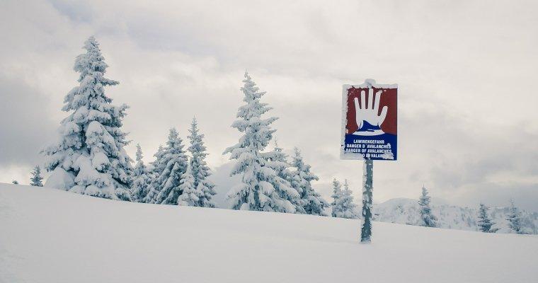 Ростуризм предупредил овысокой лавиноопасности вШвейцарии