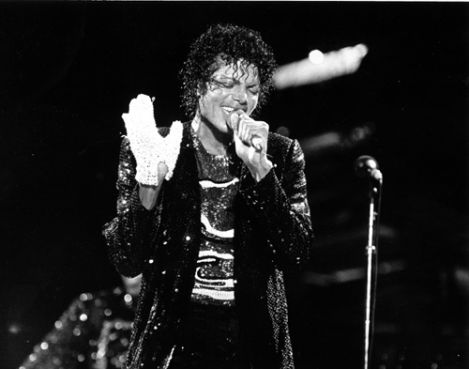 Продана перчатка Майкла Джексона